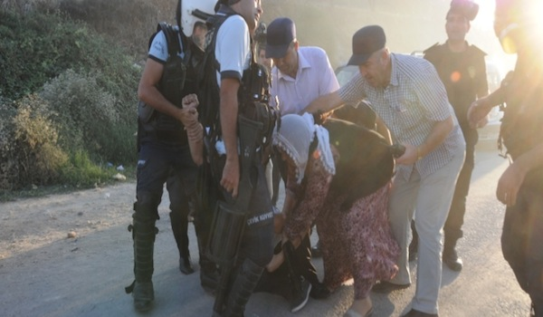 Mersin : gaz lacrymogènes et une centaine d'arrestations musclées aux obsèques d'un guérillero tué au combat.